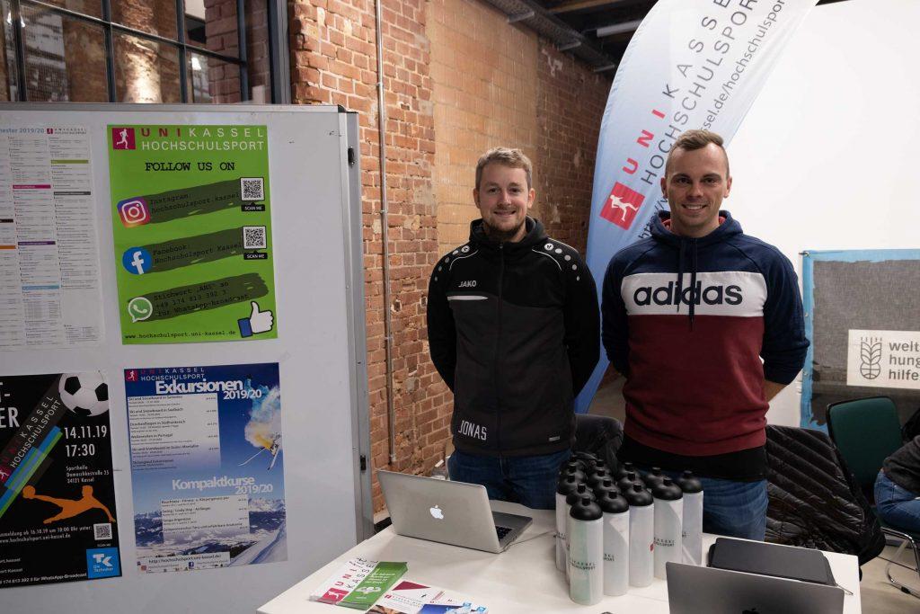 Jonas Lilienbeck (l.) und Alex Bayer vom Uni Kassel Hochschulsport.