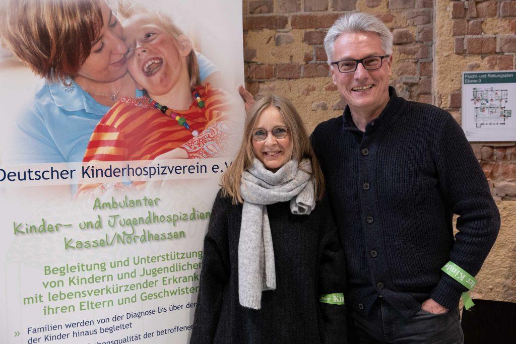 Am Stand des ambulanten Kinder- und Jugendhospizdienstes Kassel/Nordhessen standen Chris Remmert (l.) und Thomas Ludolph.