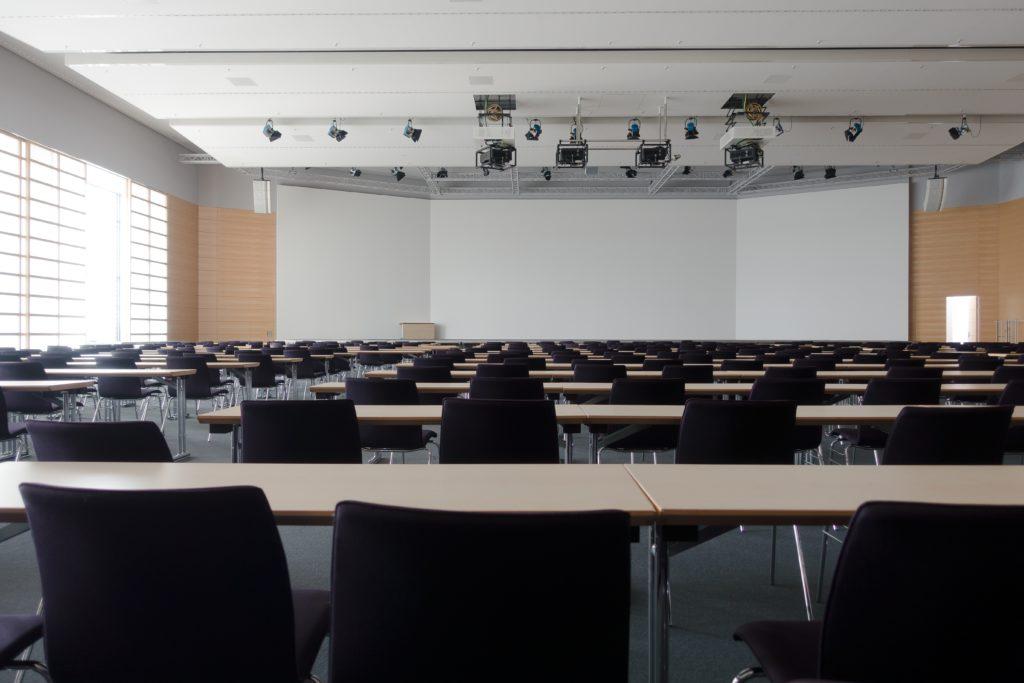 Leere Hörsäle im Lockdown, doch zu den Präsenzprüfungen werden sie sich auch in Kassel wieder füllen